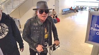 Injured Axl Rose Says He