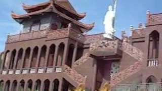 Trên Chùa Trùng Sơn cổ tự (Ninh Chữ)