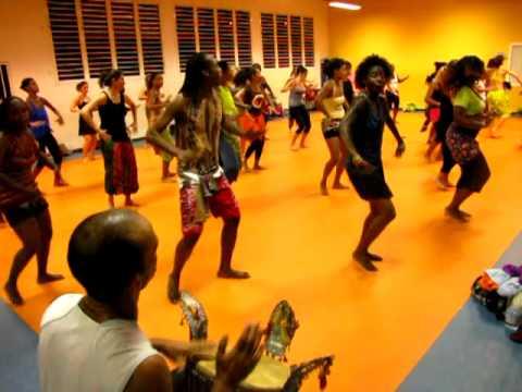 Cours De Danse Africaine Avec Salamatha Diallo Bara Youtube