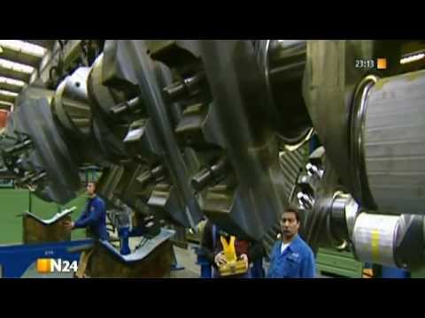Das Gießen eines Schiffsdieselmotorblockes bei MAN Diesel & Turbo, Augsburg