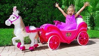 Диана катается на Карете принцессы и собирает игрушки