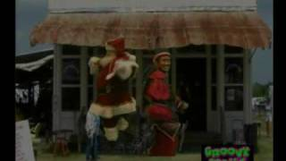 Santa and Elves Grooving to Aichy Breaky
