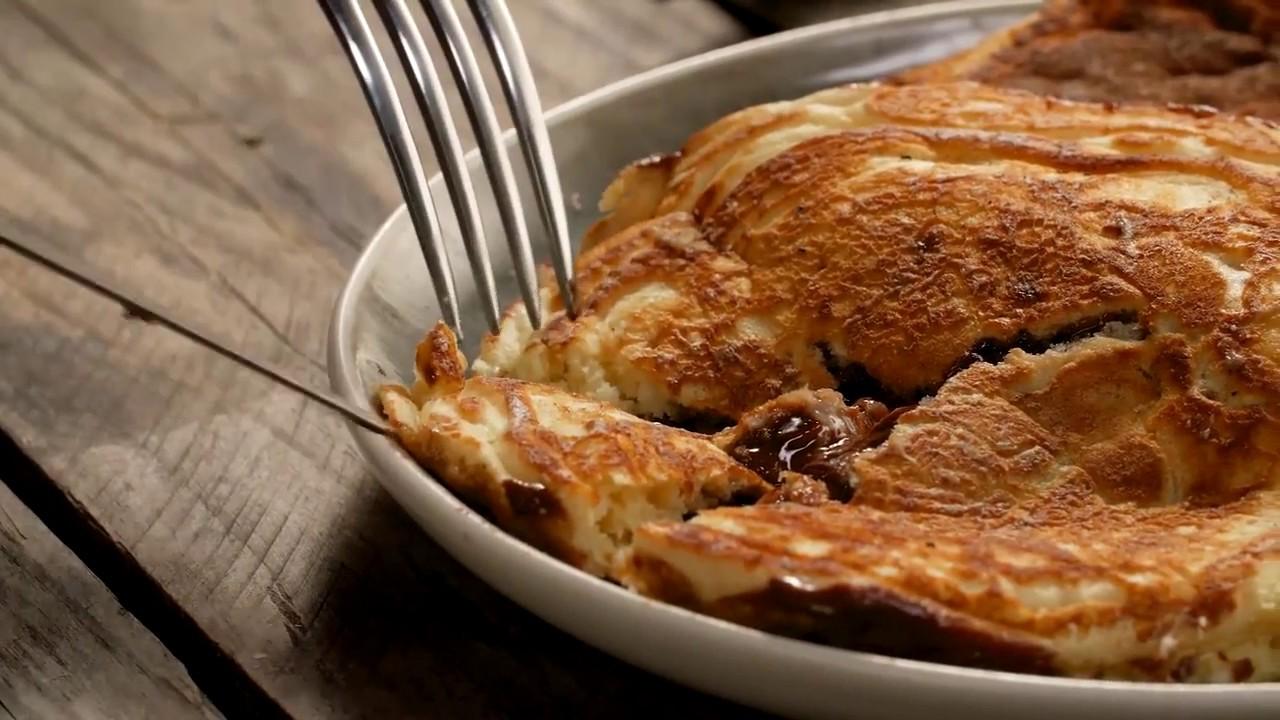 Nutellalı Pankek Tarifi - Çikolatalı Pankek - YouTube