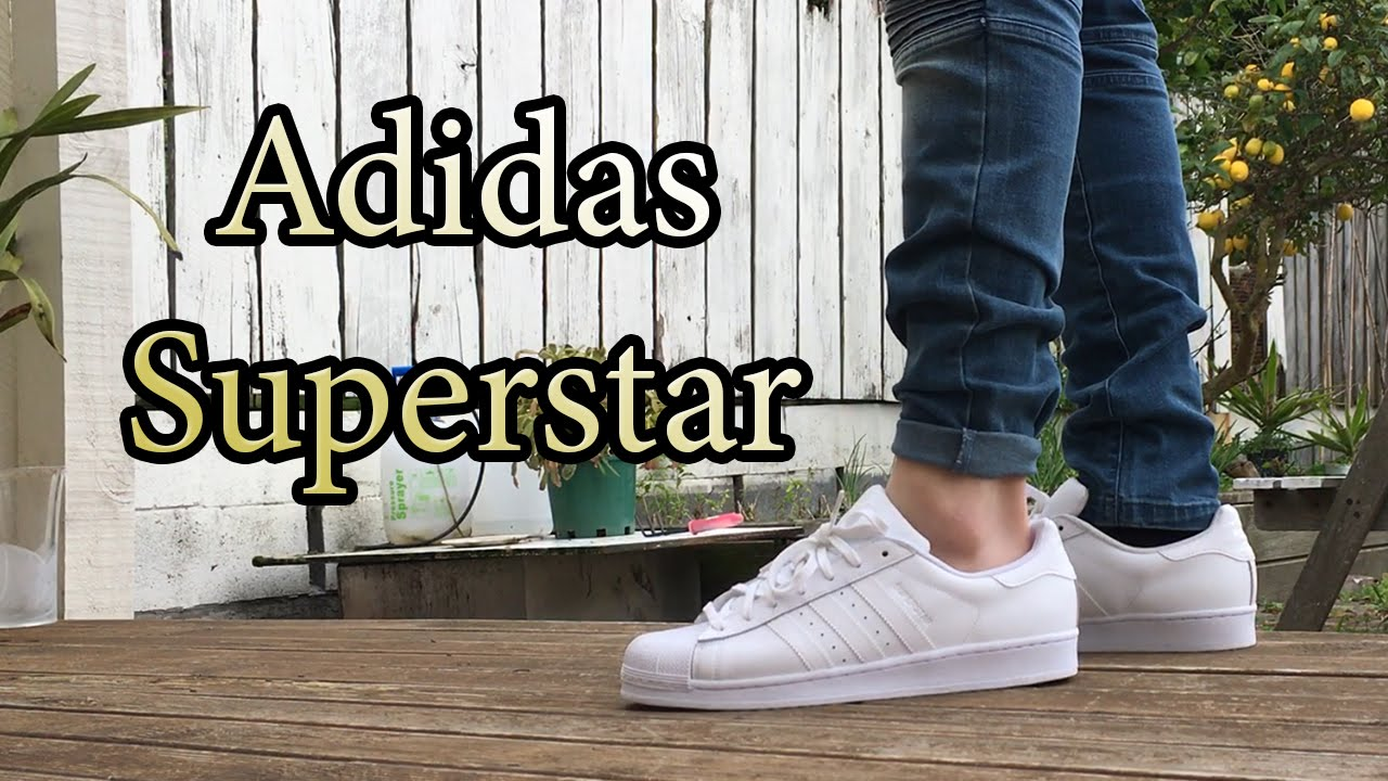 principio Disturbio Más que nada  Adidas Superstar Originals | Triple White | On Feet w/ Different Bottoms -  YouTube