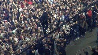 Прыжок в толпу на концерте Оксимирона - РЕАЛЬНОСТЬ.Новости