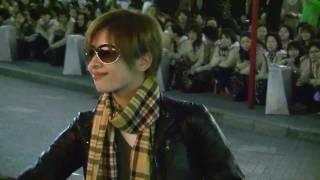 明日海さんの東京公演の出待ち映像です。