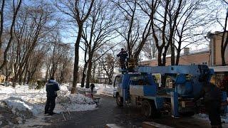В Одессе демонтируют уличные гирлянды - праздники закончились(В центре Одессы коммунальные службы приступили к демонтажу уличных гирлянд - говорят праздники закончилис..., 2016-01-25T12:20:57.000Z)