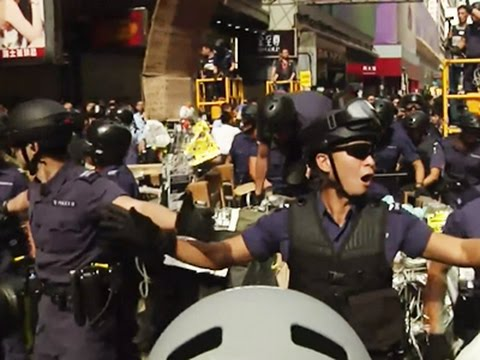 Raw: Hong Kong Police Clear Protesters