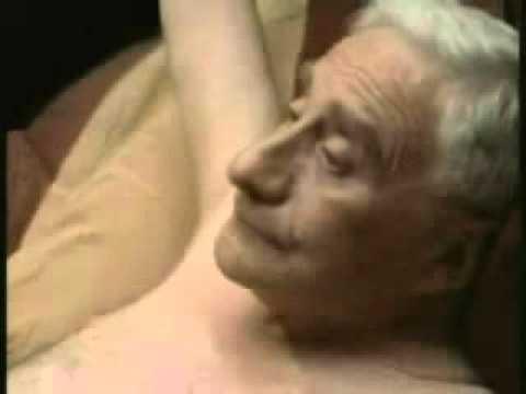 Порно дед трахнул молодую девку в лесу фото