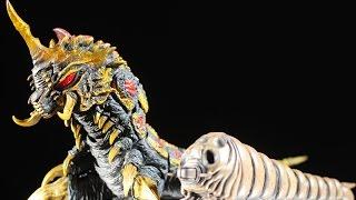 S.H. Monster Arts Mothra (Larva) & Battra (Larva) Set Review