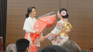 スー・チー氏が学生と交流 研究員を務めた京都大で スーチー 検索動画 6