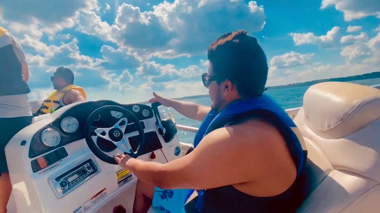 DRIVING BOAT FOR 1st time !! I messed up