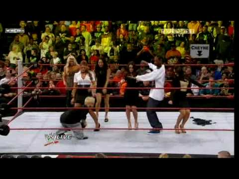WWE: Snoop Dogg vs. Chavo Guerrero (RAW - 10.19.09)