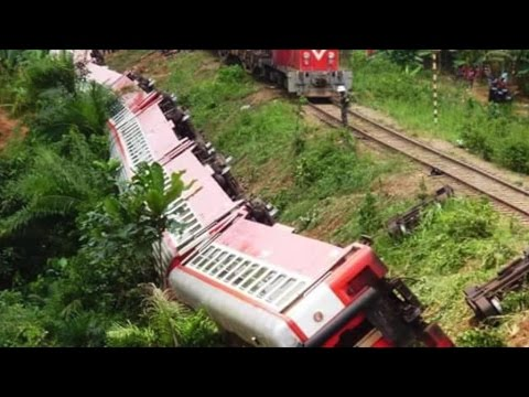 Passenger train derails in Cameroon