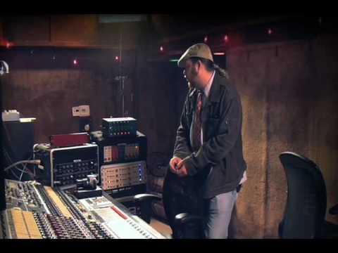 Studio Tech Tips - Recording Acoustic Guitar