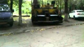 Оо Асфальтоукладчик в квартале(, 2011-09-20T18:18:37.000Z)