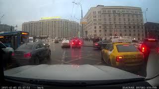 Смотреть видео Два дебила это сила. ДТП не случилось. Октябрьская площадь Москва. 05.12.2019 онлайн