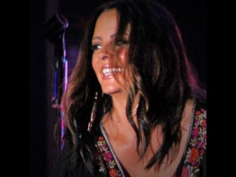 Sara Evans - Every Little Kiss Renfro Valley Ky Aug 5, 2016 #saraevans