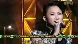 Coco Lee performed a serial of classic Cantonese love songs