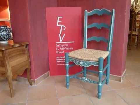 Chaise proven ale louis xiv laffanour youtube - Relooker chaise bois ...