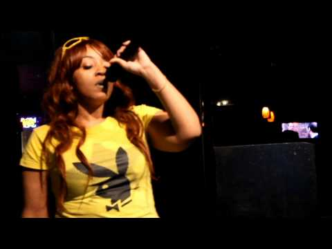 Izzy raps live at Chit Chat Lounge (Vol 1-1)
