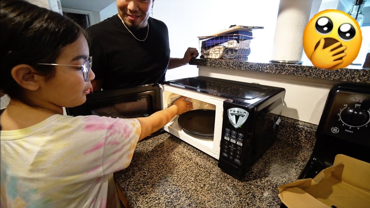"""TRYING OUT THE NEW """"TESLA"""" MICROWAVE! 🤣"""