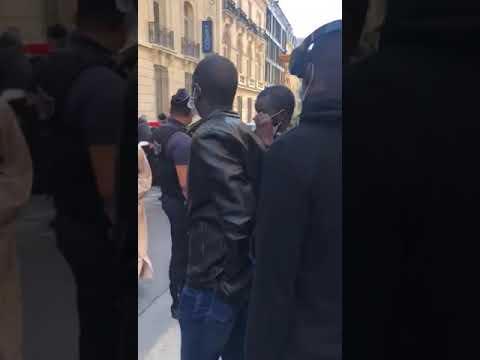 Rassemblement des Sénégalais devant le consulat à Paris pour l'aide à la diaspora