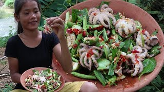 Cooking Octopus Recipe With Peppers & Vegetables for Eat Delicious - Primitive Survival Skill ep 15