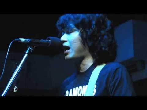 Sek Loso performing Om Pra Mah Pood
