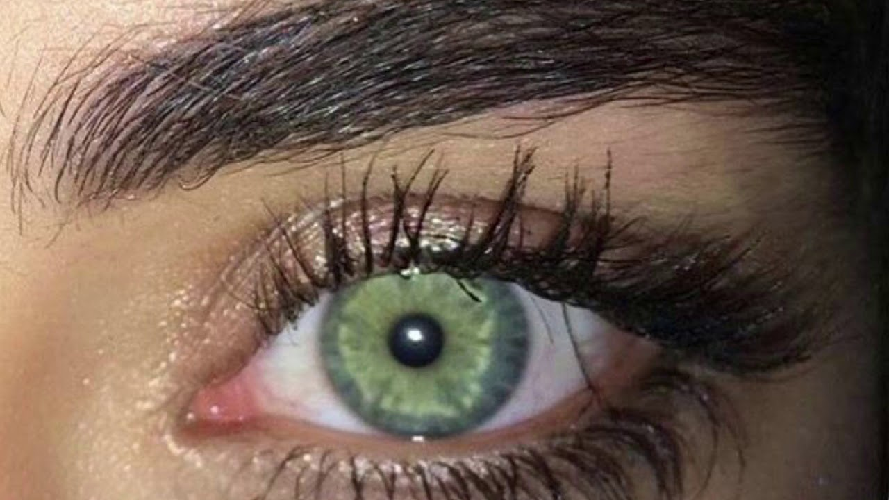 Eye Colors: Bright Blue Iris