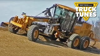 Grader for Children | Truck Tunes for Kids | Twenty Trucks Channel