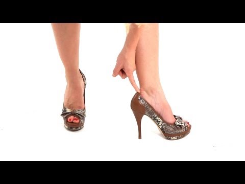 how-to-make-sure-heels-fit-correctly-|-high-heel-walking