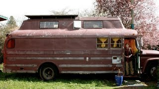 Retired Man Converts Old Bus Into His Dream Home And When You See Inside You Will Be Impressed thumbnail