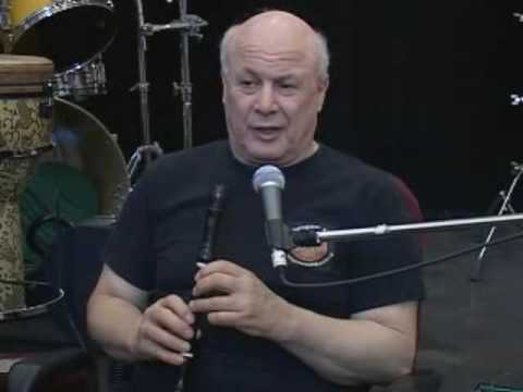 which recorder, wood or plastic - beginner alto and soprano recorder lesson 1