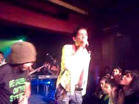 The Flowers - Ngga ada matinya (LIVE @ Jimbani Feat. Steven & Coconut Treez) .mp4
