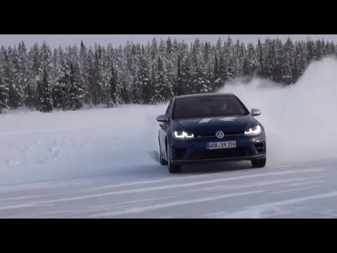 How to drift on snow and ice with Volkswagen Experience Chief Instructor on Golf R - Autogefühl