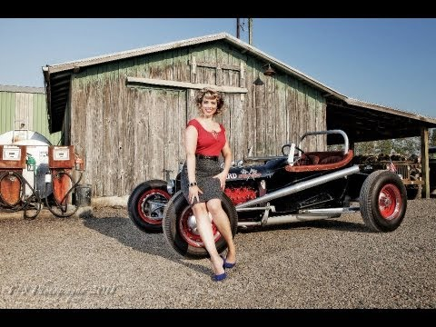 Classic Car Photo Shoot And Vintage Fashion