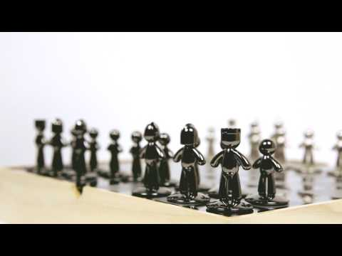 BUDDY Chess Set   UMBRA