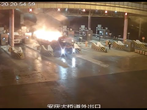 STUNNING! Truck with Burning Cargo Passes through Toll Gate in E China