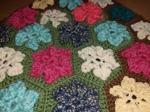 Вязание крючком коврика из мотивов с цветами
