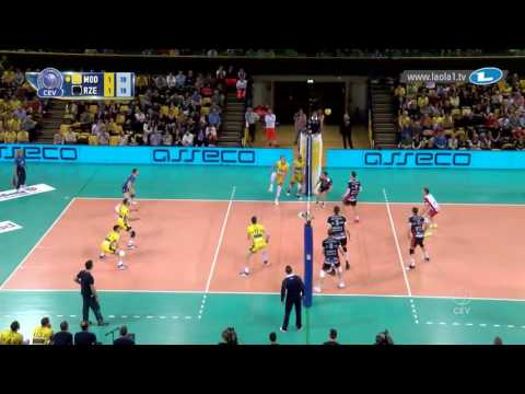 Ngapeth makes point also with legs!!!