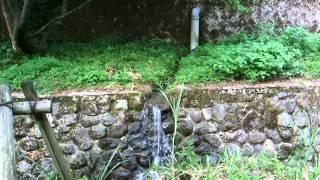 砂防ダムから沈砂池への導水管からオーバーフローする水