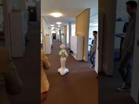 Pepper - humanoider Roboter am Institut für Facility Management ZHAW
