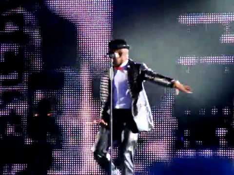 NE-YO performs Billy Jean 2011