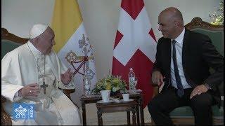 el papa aterriza en ginebra y se reúne con el presidente de la confederación suiza