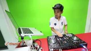 DJ PP (10 ขวบ)  เล่น Electro House ได้โหดมาก !! ตื๊ดๆโดนๆ