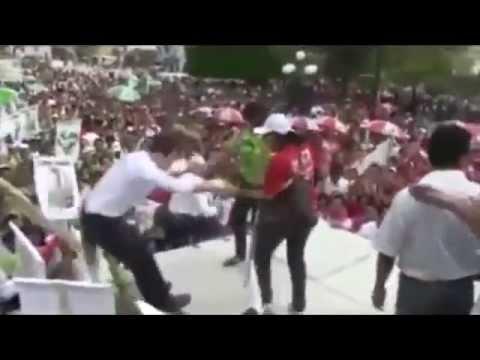 Gobernador de Chiapas, Manuel Velasco, se cae bailando en un evento en Copainala