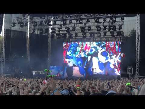 Skrillex playing Benny Benassi - Cinema (Skrillex Remix) @ Weekend Festival, Finland 17.8.2012