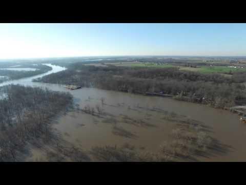 Video of the flooded Kaskaskia River near Baldwin, Illinois on 01-03-16.