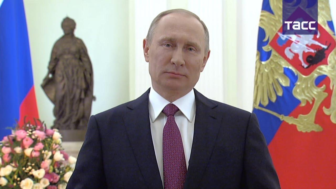 Путин поздравил женщин с 8 марта стихами Константина Бальмонта